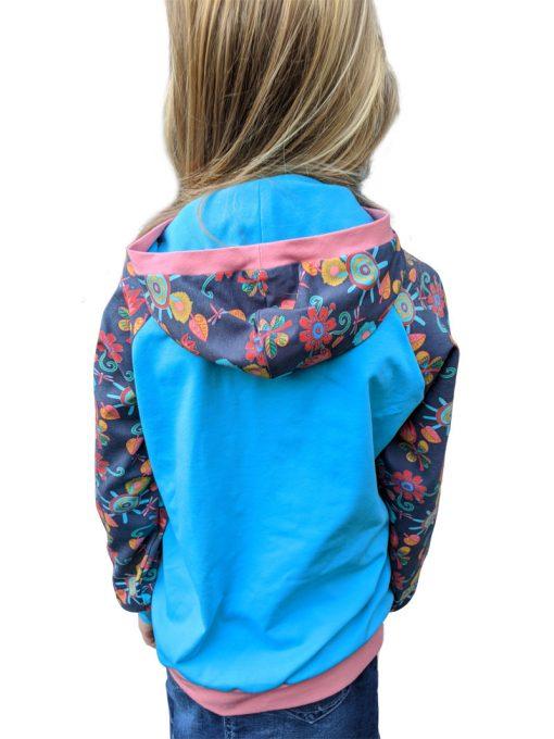 Schnittmuster-Kindershirt-Leano-Zierstoff-Mädchenshirt-Hoodie